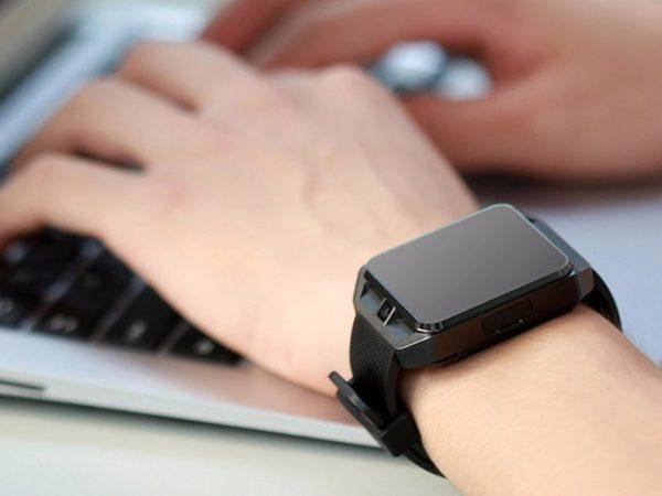 Sledujte své sportovní pokroky s chytrými hodinkami Microwear H5!