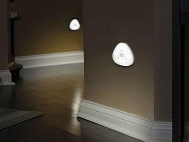 Světlo se senzorem pohybu zatočí s bubáky